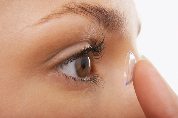 Em que casos se recomenda o uso de lentes de contato  Isso depende do grau,  do tipo de problema oftalmológico, ou todos podem usar  500169717d